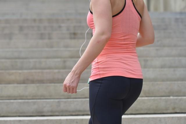 お尻痩せにはウォーキングやスクワット!寝ながらできる運動は?